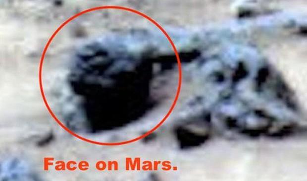 Thực hư việc bức ảnh NASA chụp trên sao Hoả vô tình làm lộ mặt người ngoài hành tinh - Ảnh 1.
