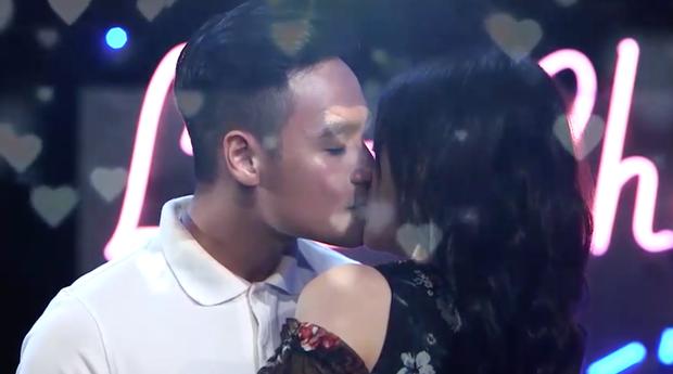 Lựa chọn của trái tim: Chàng người mẫu Next Top liên tục hôn bạn nữ mình lựa chọn - Ảnh 12.