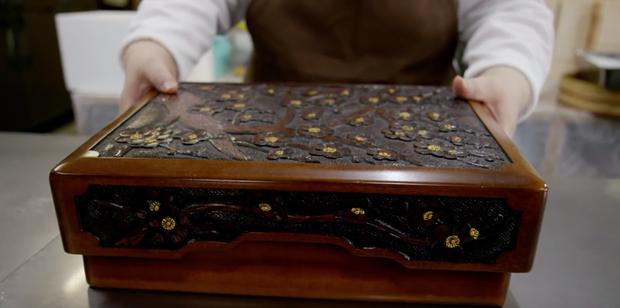 Mở ra chân trời mới khi nhìn người ta bóc tem hộp bento Nhật Bản có giá hơn 40 triệu đồng - Ảnh 2.