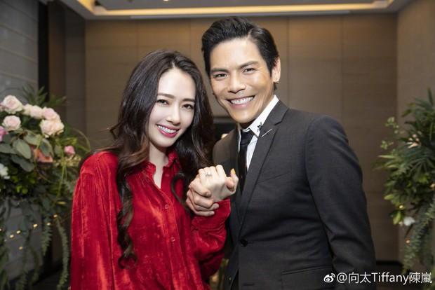 Lộ ảnh màn cầu hôn, nhẫn kim cương khủng trị giá 14 tỷ của con trai trùm showbiz Hong Kong và tình cũ Seungri - Ảnh 5.