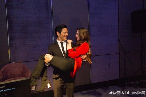 Lộ ảnh màn cầu hôn, nhẫn kim cương khủng trị giá 14 tỷ của con trai trùm showbiz Hong Kong và tình cũ Seungri - Ảnh 8.