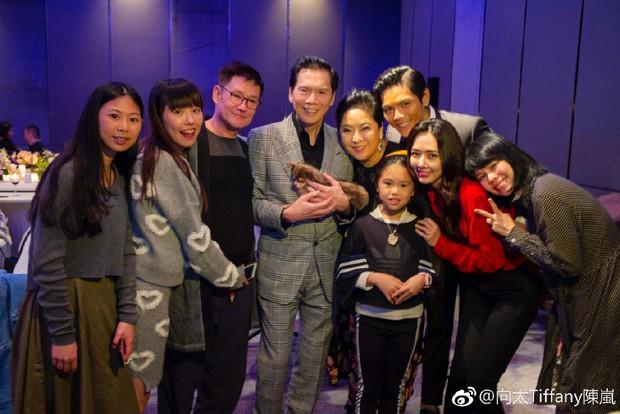 Lộ ảnh màn cầu hôn, nhẫn kim cương khủng trị giá 14 tỷ của con trai trùm showbiz Hong Kong và tình cũ Seungri - Ảnh 12.