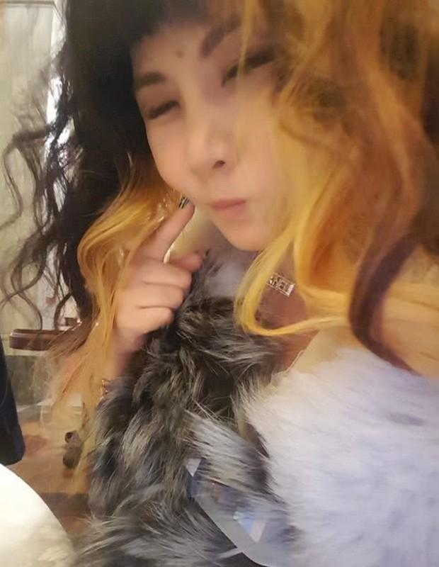 Cuộc sống thượng hạng của nữ kim chủ chống lưng Seungri: Dát hàng hiệu lên người, không tiếc tiền theo chân G-Dragon - Ảnh 15.