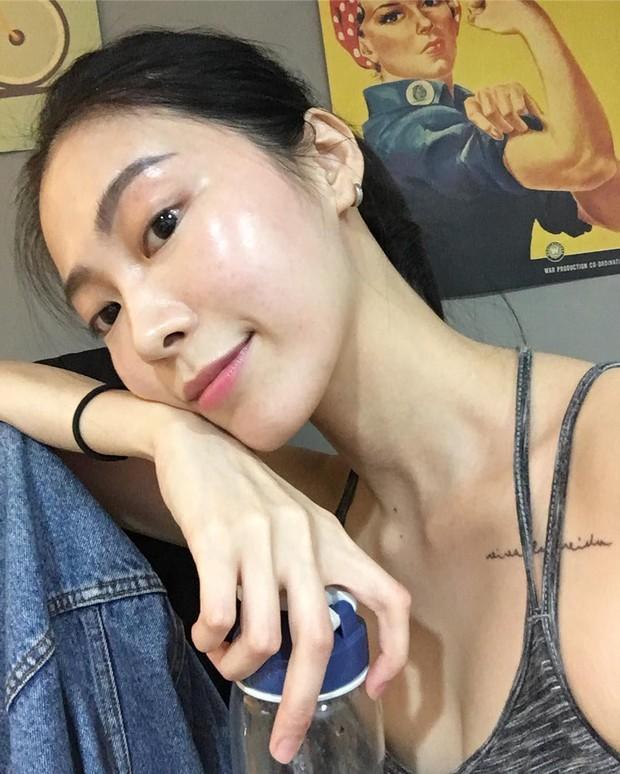 Thử skincare 10 bước kiểu Hàn xem có glass skin được không, beauty editor này nhận ra: đời không như là mơ nhưng da thực sự cải thiện - Ảnh 4.