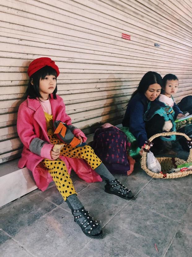 Cô bé 6 tuổi ở Hà Nội gây chú ý với thần thái cùng cách phối quần áo cũ cực chất - Ảnh 1.