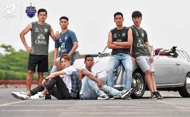 Xuân Trường cực bảnh bao trong lần đầu làm người mẫu tại Thái Lan - Ảnh 4.