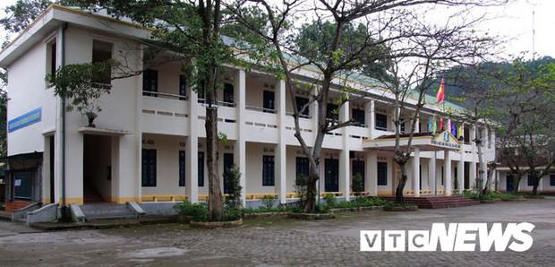 Cận cảnh ngôi trường gần 600 học sinh ở Quảng Ninh đồng loạt bỏ học do phải chuyển nơi khác - Ảnh 2.