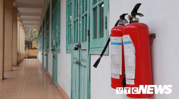 Cận cảnh ngôi trường gần 600 học sinh ở Quảng Ninh đồng loạt bỏ học do phải chuyển nơi khác - Ảnh 11.