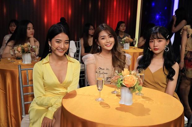 Ra khỏi MV, Hương Giang tiếp tục dằn mặt tình địch Karen Nguyễn trên sóng truyền hình - Ảnh 1.