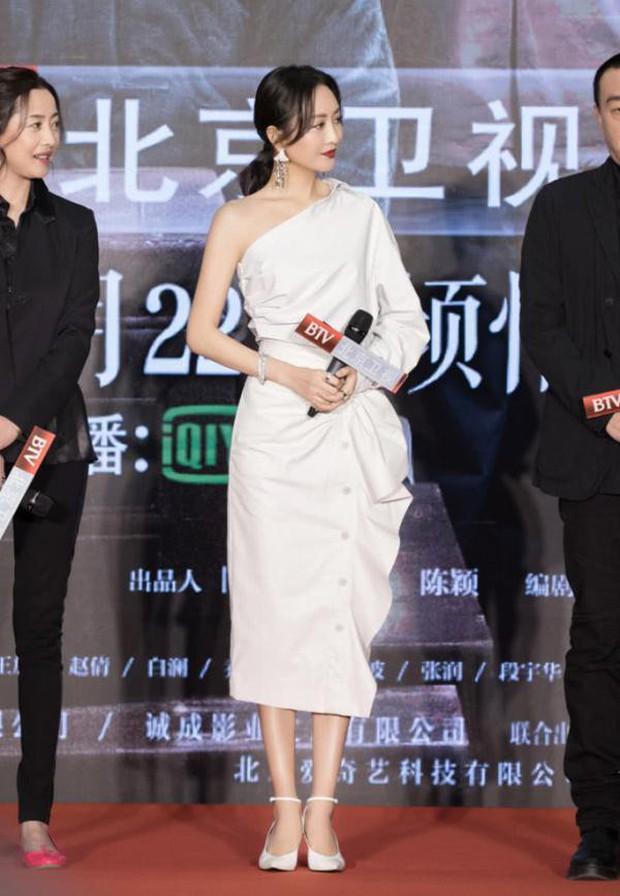 Diện váy hot hit: Lâm Tâm Như, Địch Lệ Nhiệt Ba đều xinh đẹp nhưng Triệu Vy vẫn áp đảo nhờ cá tính riêng - Ảnh 4.