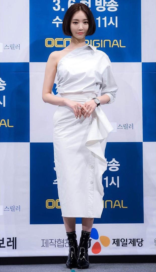 Diện váy hot hit: Lâm Tâm Như, Địch Lệ Nhiệt Ba đều xinh đẹp nhưng Triệu Vy vẫn áp đảo nhờ cá tính riêng - Ảnh 6.