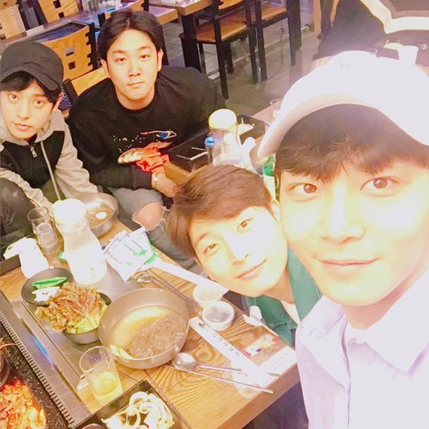 Rầm rộ tin đồn 2 sao Kbiz trong groupchat tình dục của Jung Joon Young lộ diện: Chính là thành viên Super Junior và 2AM? - Ảnh 1.