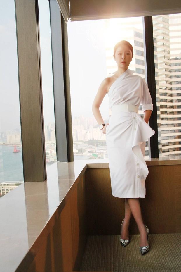 Diện váy hot hit: Lâm Tâm Như, Địch Lệ Nhiệt Ba đều xinh đẹp nhưng Triệu Vy vẫn áp đảo nhờ cá tính riêng - Ảnh 1.