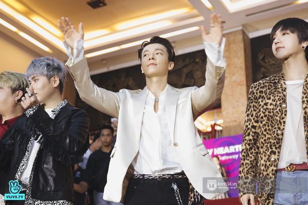 Super Junior gây choáng ngợp, Lee Hyori thế hệ mới khoe body sexy bên Vũ Cát Tường và dàn sao Việt trên thảm đỏ - Ảnh 8.