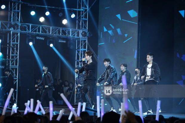 Super Junior khiến khán giả vỡ oà, Chungha gợi cảm hết cỡ bên dàn sao Vpop tại show Hàn - Việt - Ảnh 15.