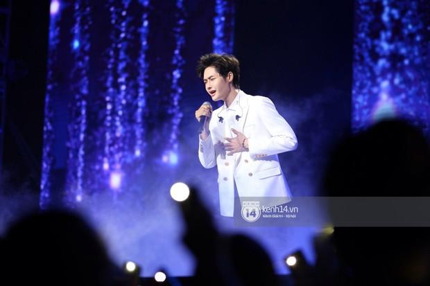 Super Junior khiến khán giả vỡ oà, Chungha gợi cảm hết cỡ bên dàn sao Vpop tại show Hàn - Việt - Ảnh 18.