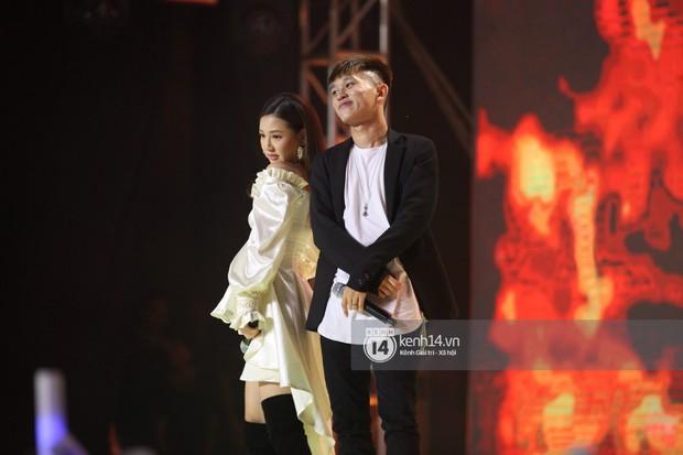 Super Junior khiến khán giả vỡ oà, Chungha gợi cảm hết cỡ bên dàn sao Vpop tại show Hàn - Việt - Ảnh 23.