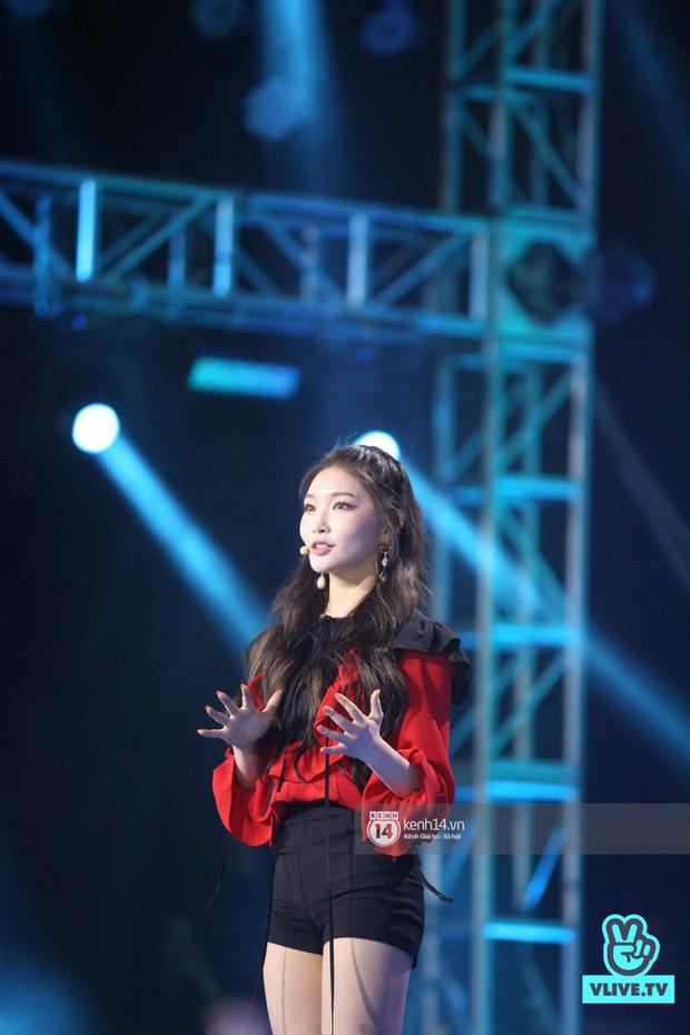 Super Junior khiến khán giả vỡ oà, Chungha gợi cảm hết cỡ bên dàn sao Vpop tại show Hàn - Việt - Ảnh 10.