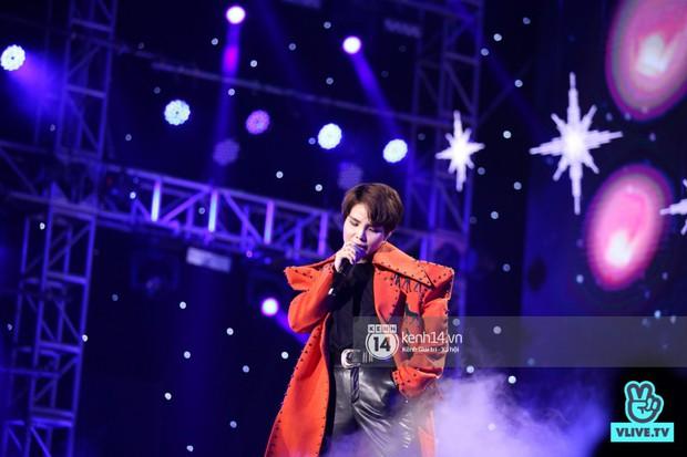 Super Junior khiến khán giả vỡ oà, Chungha gợi cảm hết cỡ bên dàn sao Vpop tại show Hàn - Việt - Ảnh 11.