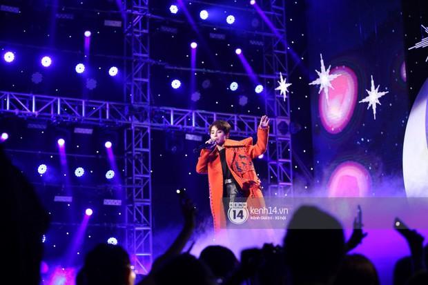 Super Junior khiến khán giả vỡ oà, Chungha gợi cảm hết cỡ bên dàn sao Vpop tại show Hàn - Việt - Ảnh 12.