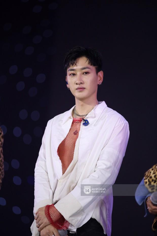 Super Junior khiến khán giả vỡ oà, Chungha gợi cảm hết cỡ bên dàn sao Vpop tại show Hàn - Việt - Ảnh 6.