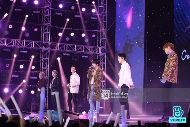 Super Junior khiến khán giả vỡ oà, Chungha gợi cảm hết cỡ bên dàn sao Vpop tại show Hàn - Việt - Ảnh 1.