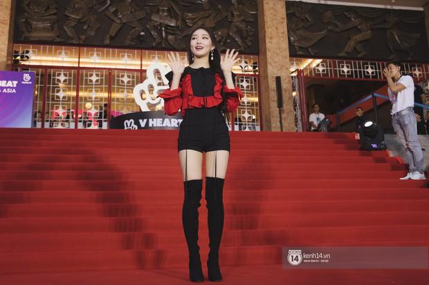 Super Junior gây choáng ngợp, Lee Hyori thế hệ mới khoe body sexy bên Vũ Cát Tường và dàn sao Việt trên thảm đỏ - Ảnh 10.