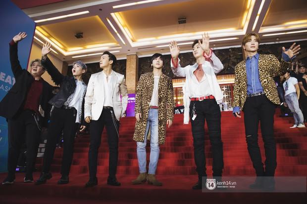 Super Junior gây choáng ngợp, Lee Hyori thế hệ mới khoe body sexy bên Vũ Cát Tường và dàn sao Việt trên thảm đỏ - Ảnh 3.