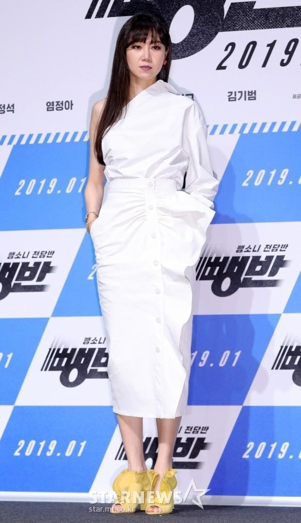 Diện váy hot hit: Lâm Tâm Như, Địch Lệ Nhiệt Ba đều xinh đẹp nhưng Triệu Vy vẫn áp đảo nhờ cá tính riêng - Ảnh 5.