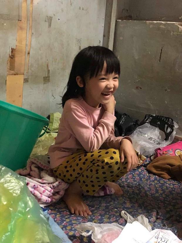 Cô bé 6 tuổi ở Hà Nội gây chú ý với thần thái cùng cách phối quần áo cũ cực chất - Ảnh 6.