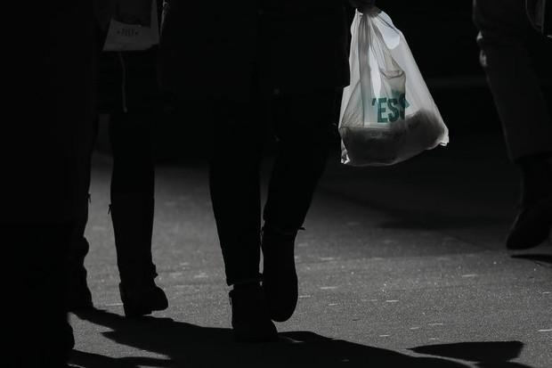 New York sẽ trở thành bang thứ 2 tại Mỹ cấm túi nilon - Ảnh 1.