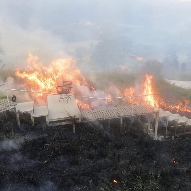 Homestay nổi tiếng nhất nhì ở Đà Lạt bị cháy lớn, cư dân mạng nhìn hình đã thấy hoang mang  - Ảnh 1.