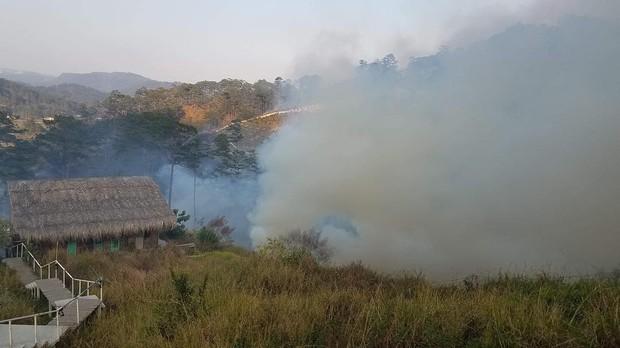 Homestay nổi tiếng nhất nhì ở Đà Lạt bị cháy lớn, cư dân mạng nhìn hình đã thấy hoang mang  - Ảnh 4.