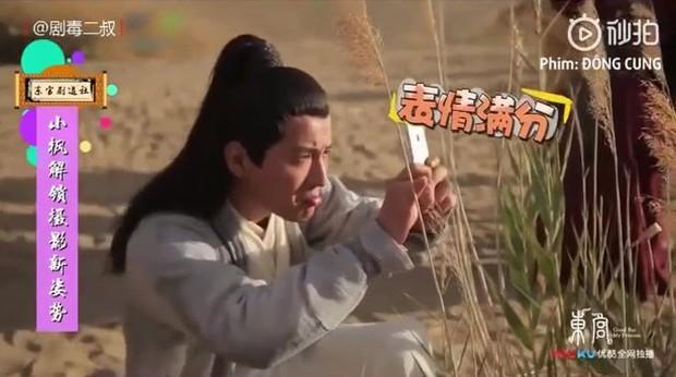 Cười ngất với hậu trường Đông Cung: Nguỵ Thiên Tường và Bành Tiểu Nhiễm bất chấp hình tượng, lăn lê bò toài để sống ảo! - Ảnh 7.