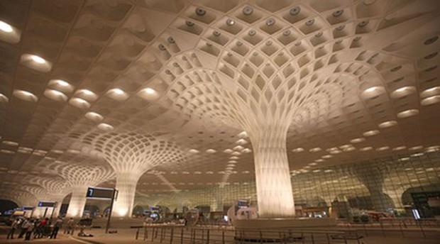 Sân bay ở Ấn Độ phải sơ tán vì bị dọa đánh bom - Ảnh 1.
