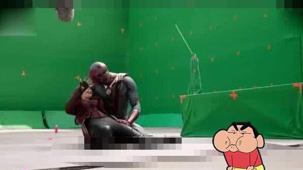 Hậu trường vũ trụ điện ảnh Marvel: Hulk giống thú nhồi hàng trả về, siêu anh hùng cũng phải makeup! - Ảnh 2.