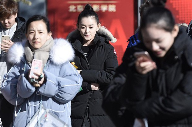 Xuất hiện nữ sinh với khí chất băng thanh ngọc khiết y hệt Tiểu Long Nữ, bước ra từ trường thi nghệ thuật - Ảnh 6.