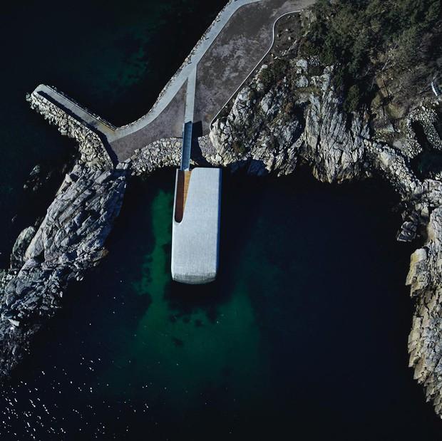 Nhà hàng dưới nước đầu tiên tại châu Âu gây sốt trên toàn thế giới: Đầu tháng 4 mới khai trương nhưng đã kín lịch đặt chỗ đến tận tháng 9 - Ảnh 2.