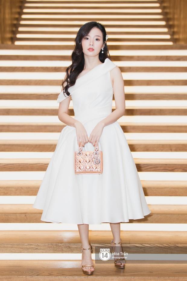 Giữa một dàn mỹ nhân giật giũ như Hari và Jun Vũ, Hoa hậu Đặng Thu Thảo giản dị mà vẫn trội bật - Ảnh 28.