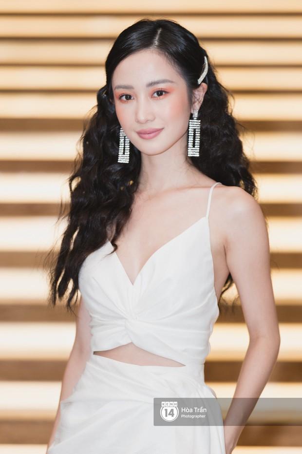 Giữa một dàn mỹ nhân giật giũ như Hari và Jun Vũ, Hoa hậu Đặng Thu Thảo giản dị mà vẫn trội bật - Ảnh 8.