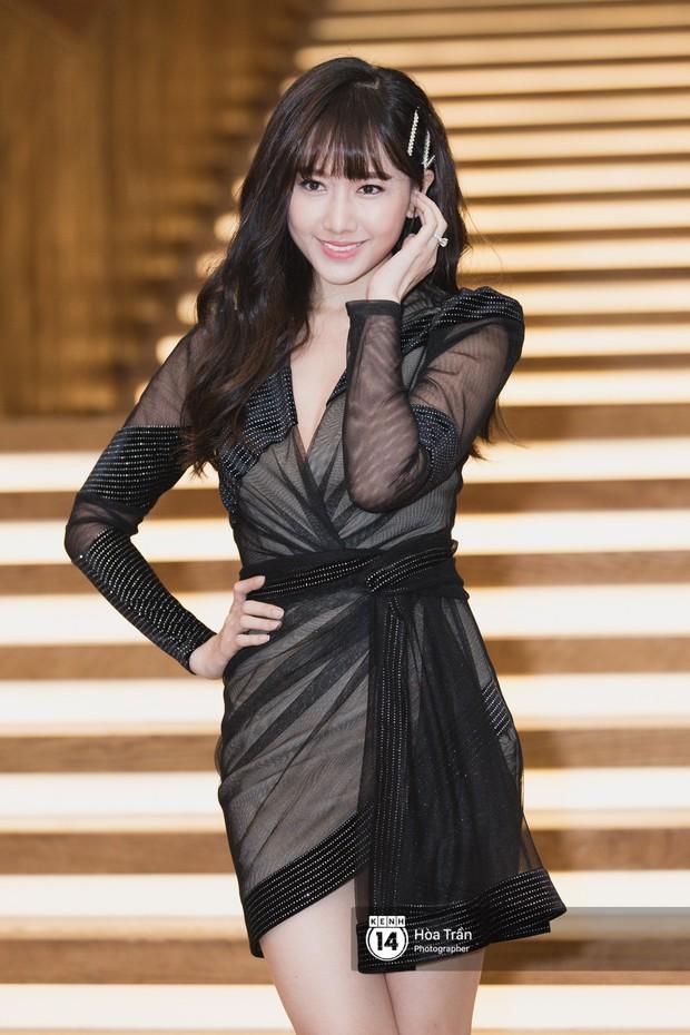 Giữa một dàn mỹ nhân giật giũ như Hari và Jun Vũ, Hoa hậu Đặng Thu Thảo giản dị mà vẫn trội bật - Ảnh 11.