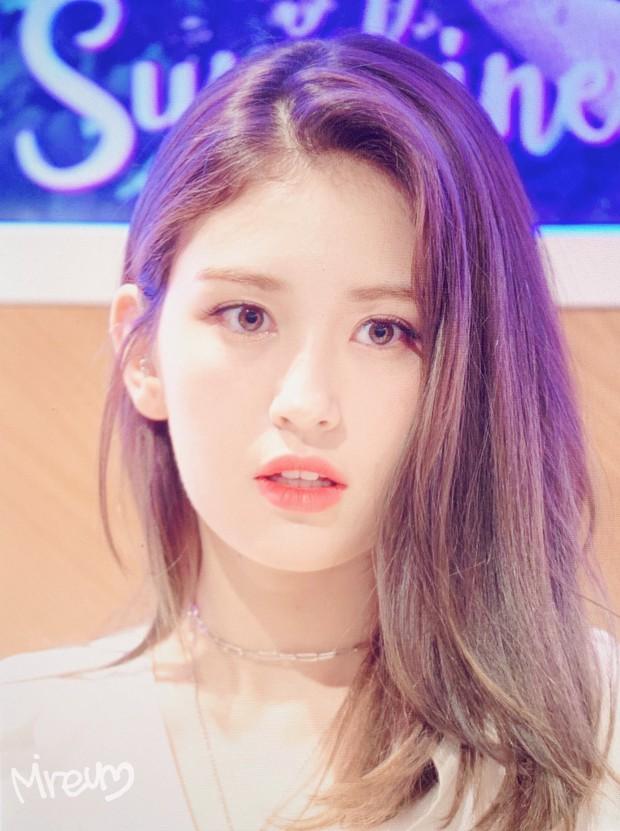 Rời JYP về YG, nữ thần lai sinh năm 2001 Jeon Somi lên đời nhan sắc: Ảnh chưa chỉnh sửa mà đẹp như Final Fantasy - Ảnh 3.