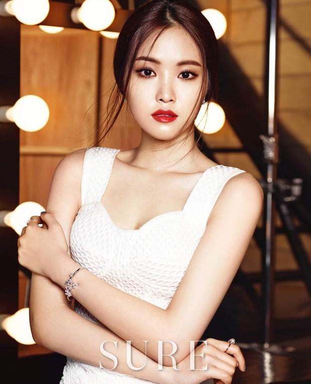 10 nữ idol Kpop sở hữu bờ vai cực phẩm: Bộ 3 nữ thần nhà YG, SM, TWICE đối đầu, nhưng số 9 mới bất ngờ - Ảnh 19.
