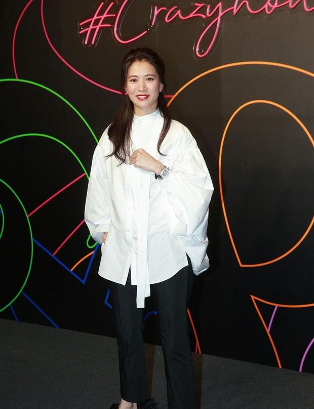 Hoa hậu Hong Kong Viên Vịnh Nghi giữ trọn nét thanh xuân, nhan sắc không một nếp nhăn ở tuổi U50 - Ảnh 2.