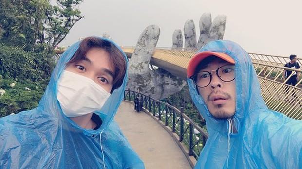 Tiểu So Ji Sub Yoo Seung Ho khoe ảnh vi vu Đà Nẵng lên Instagram, thích thú trải nghiệm đi xích lô và thuyền - Ảnh 2.