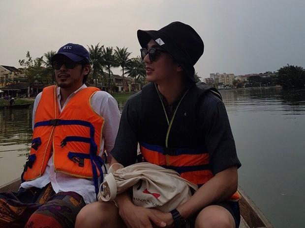Tiểu So Ji Sub Yoo Seung Ho khoe ảnh vi vu Đà Nẵng lên Instagram, thích thú trải nghiệm đi xích lô và thuyền - Ảnh 4.