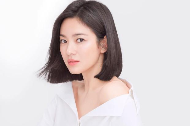 Song Hye Kyo lần đầu đăng ảnh đời thường sau tin đồn ly hôn: Ai ngờ hẹn hò cùng tiểu tam tin đồn - Ảnh 12.
