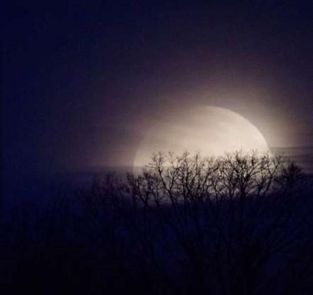 Những bức ảnh thú vị về Mặt trăng ở hình dáng và kích thước khác nhau - Ảnh 9.