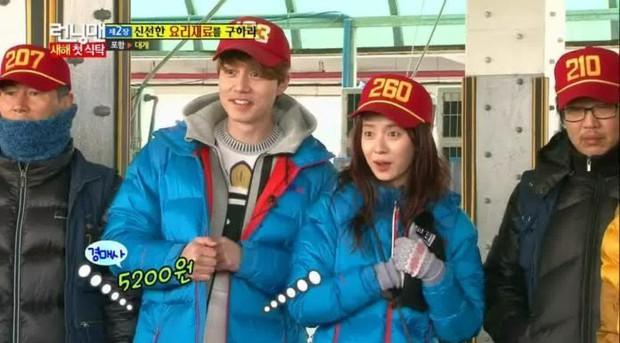 Náo loạn loạt tin tức Kbiz siêu nóng: Lee Dong Wook - Song Ji Hyo hẹn hò, lộ ảnh G-Dragon gặp Sơn Tùng trong quân ngũ - Ảnh 5.