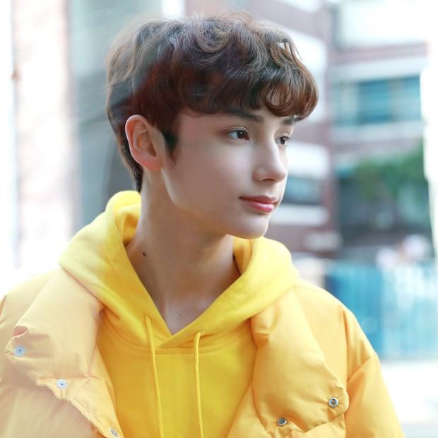 Nhóm nhạc em trai ngậm thìa vàng của BTS: Đẹp trai lạ, thành viên lai quá nổi nhưng ảnh quá khứ mới gây bất ngờ - Ảnh 15.